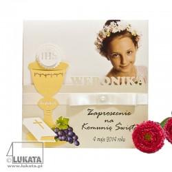 Zaproszenie ze zdjęciem i wycinanym imieniem na Komunię dziewczynka