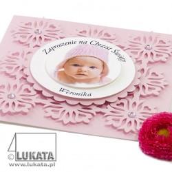 Zaproszenie na chrzest z wzorem kwiatek różowe zbliżenie
