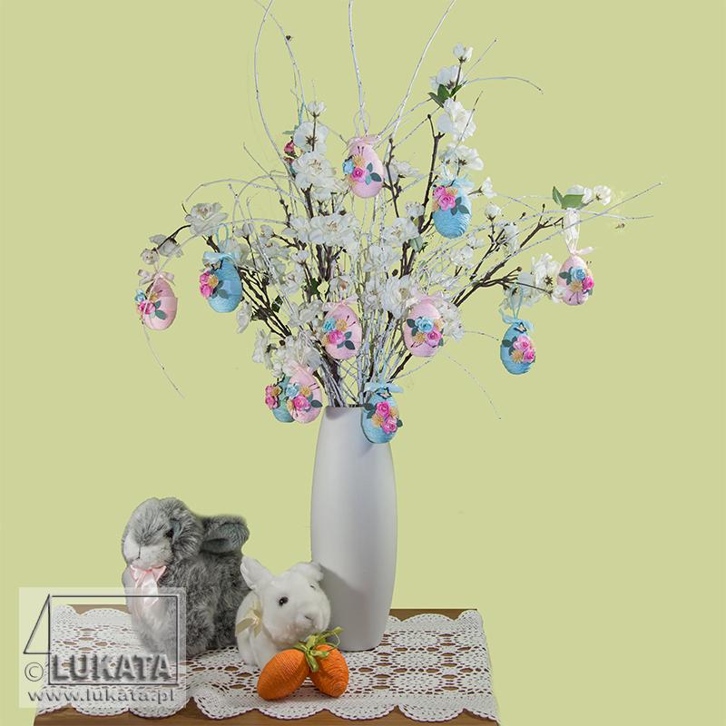 Drzewko świąteczne wielkanocne przyozdobione jajkami ręcznej roboty